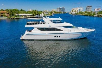 photo of 80' Hatteras Motor Yacht 2013